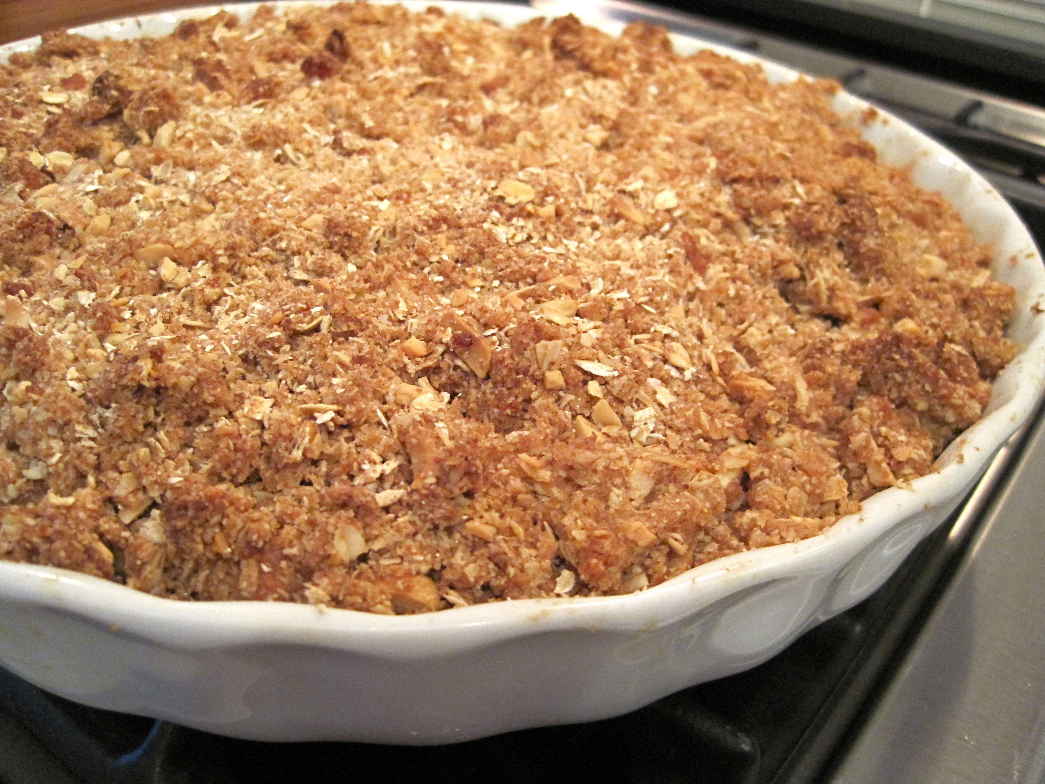 Recipe :: Apple Crisp with Crystallized Ginger & Almond Topping ...