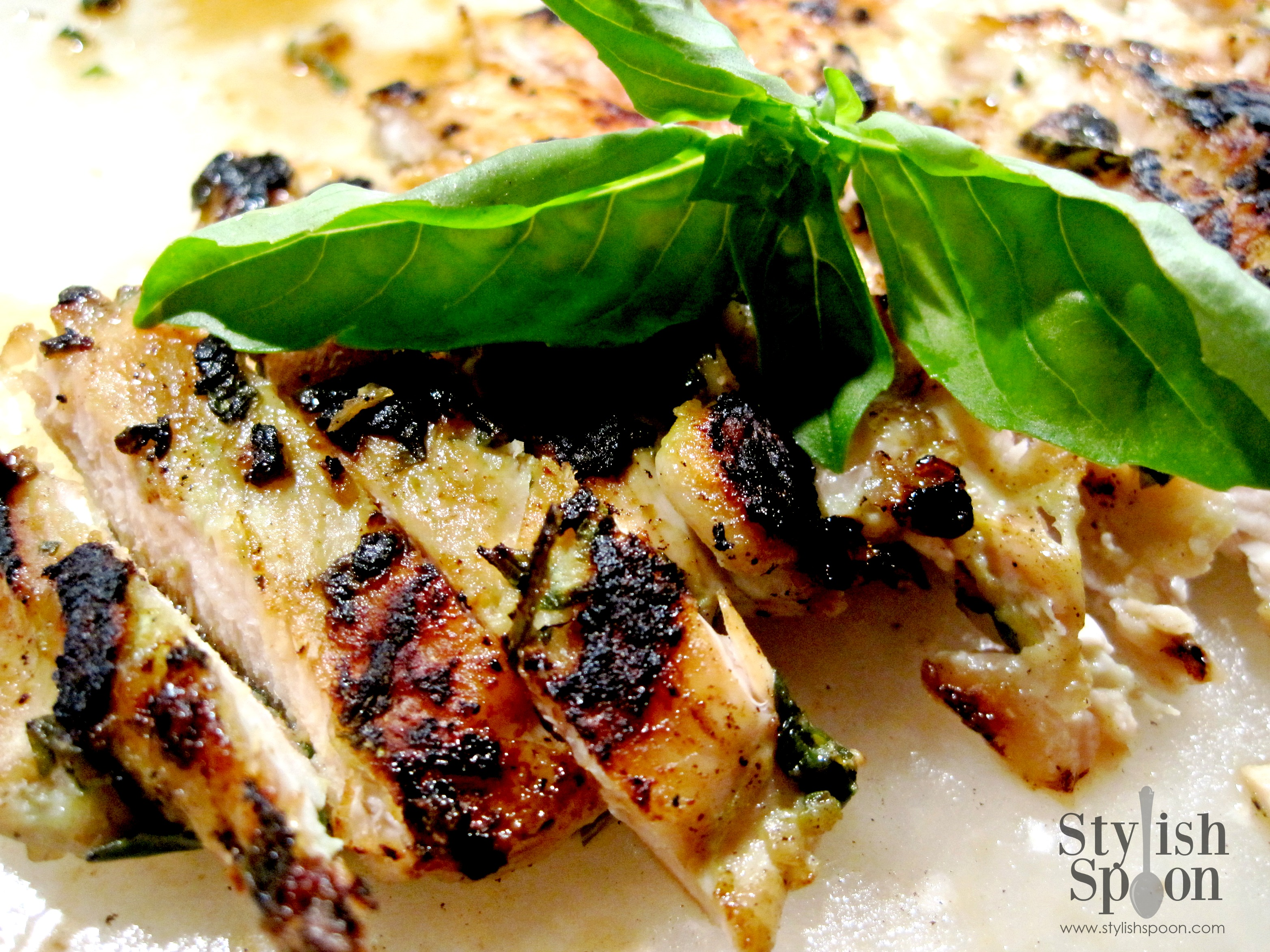 Recipe :: Basil & Garlic Rubbed Grilled Chicken - Stylish Spoon