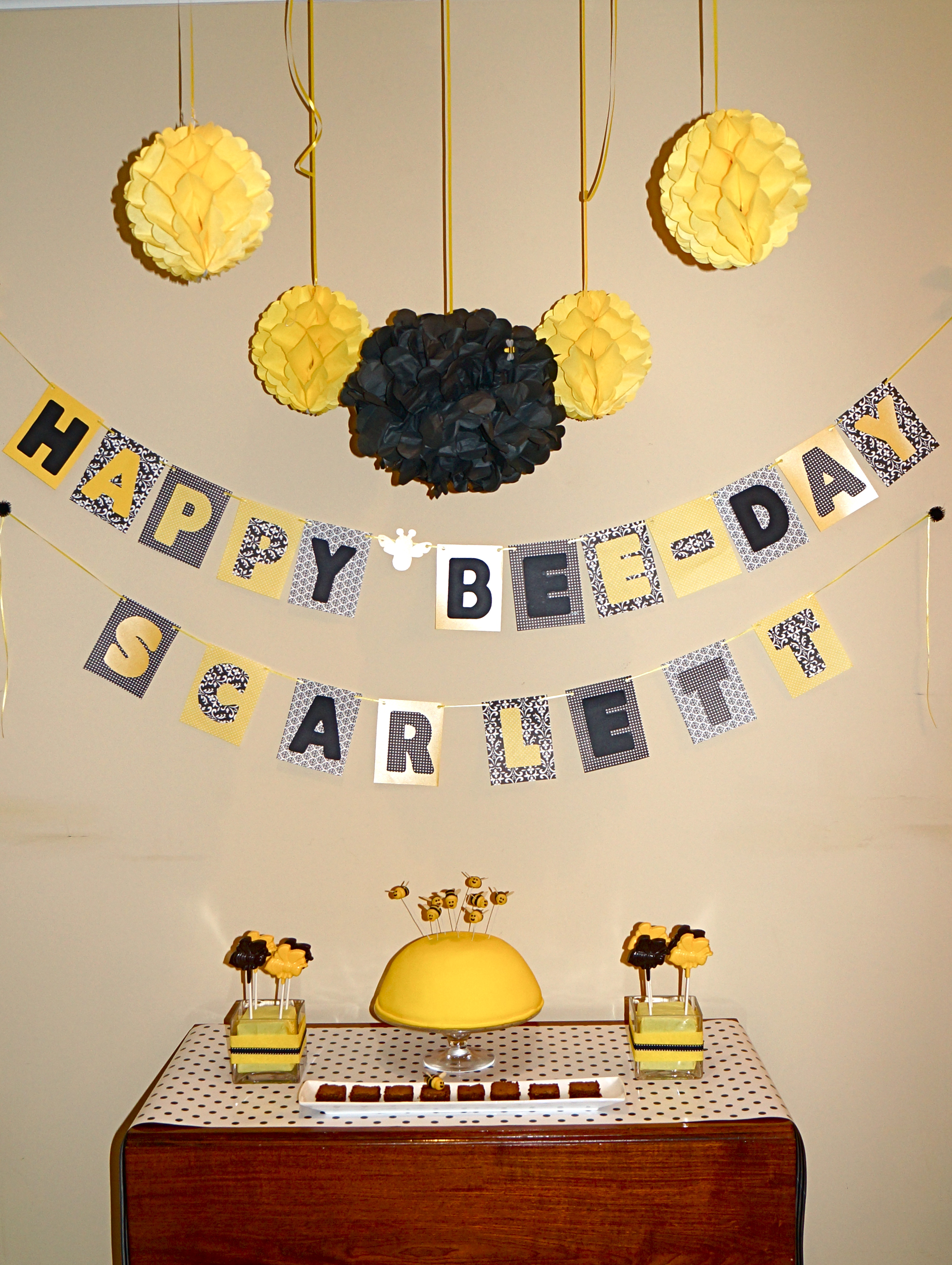 kids birthday party bee-day bumble bee theme modern