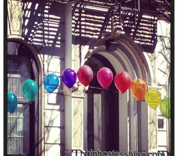 rainbow balloon banner tutorial how-to arch