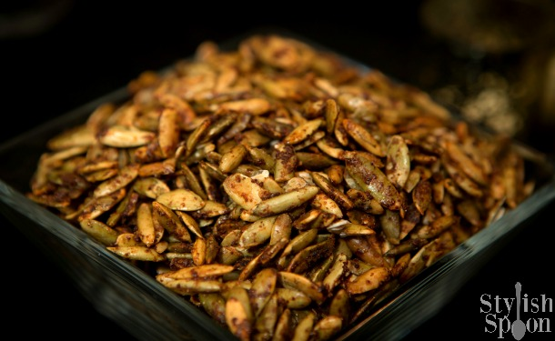 <em> Recipe </em> :: Sweet &#038; Spicy Toasted Pumpkin Seeds