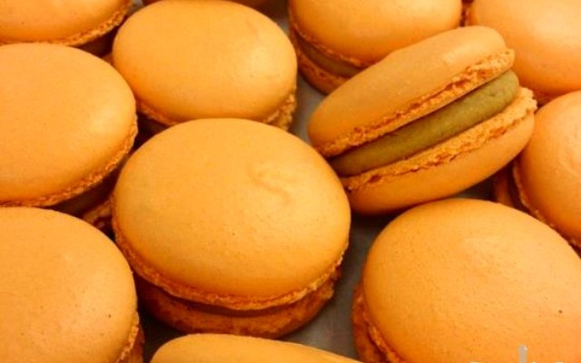 <em> Friday Find </em> :: NYC {Pumpkin Pie Macarons from Bouchon Bakery}