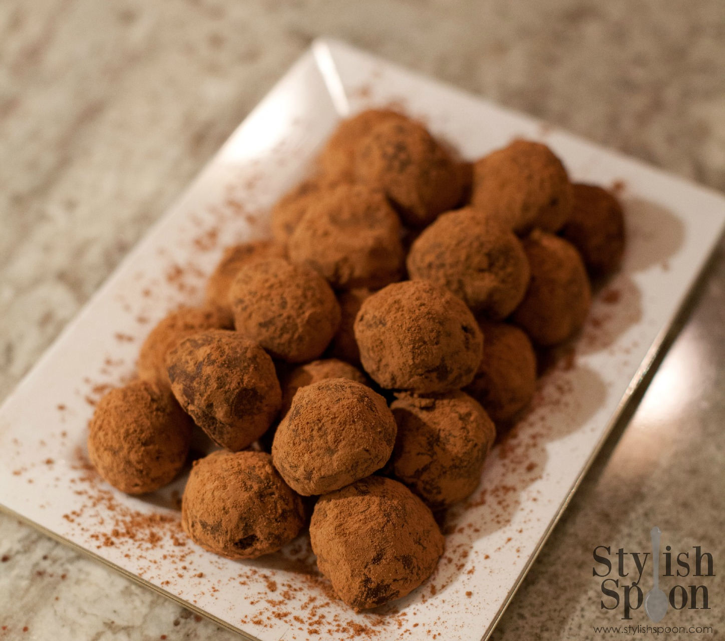 Homemade chocolate truffles | www.StylishSpoon.com