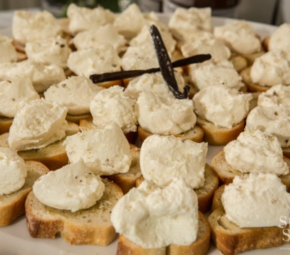 Whipped Ricotta Crostini with Vanilla Bean Sea Salt Recipe | stylishspoon.com