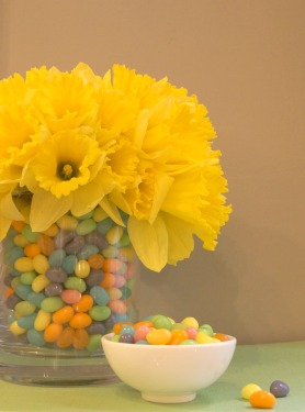 Easter daffodil jelly bean centerpiece for spring | stylish spoon.com