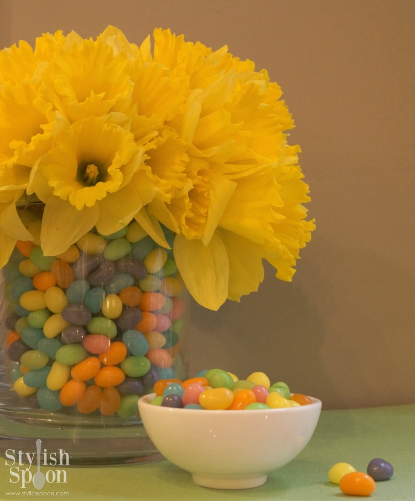 Spring daffodil jelly bean centerpiece for Easter | stylishspoon.com