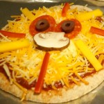 Lion Pita Pizzas - healthy and cute dinner or snack for the kids from Mango.org | StylishSpoon.com