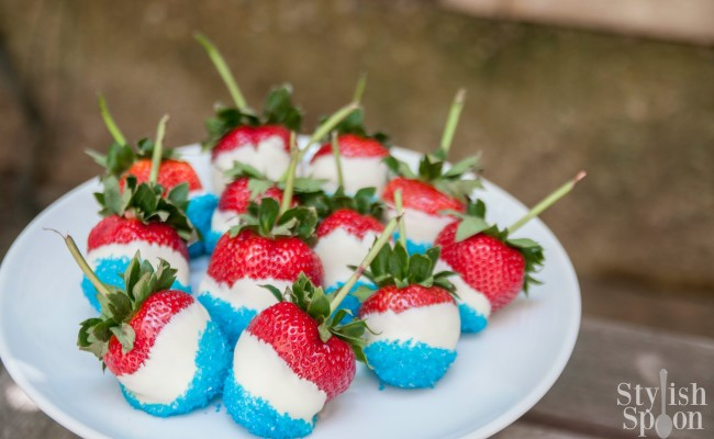 <em> Recipe </em> :: Red, White &#038; Blue Chocolate-Covered Strawberries {4th of July}